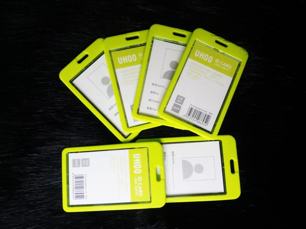 Bao đeo thẻ xanh lá cây 1
