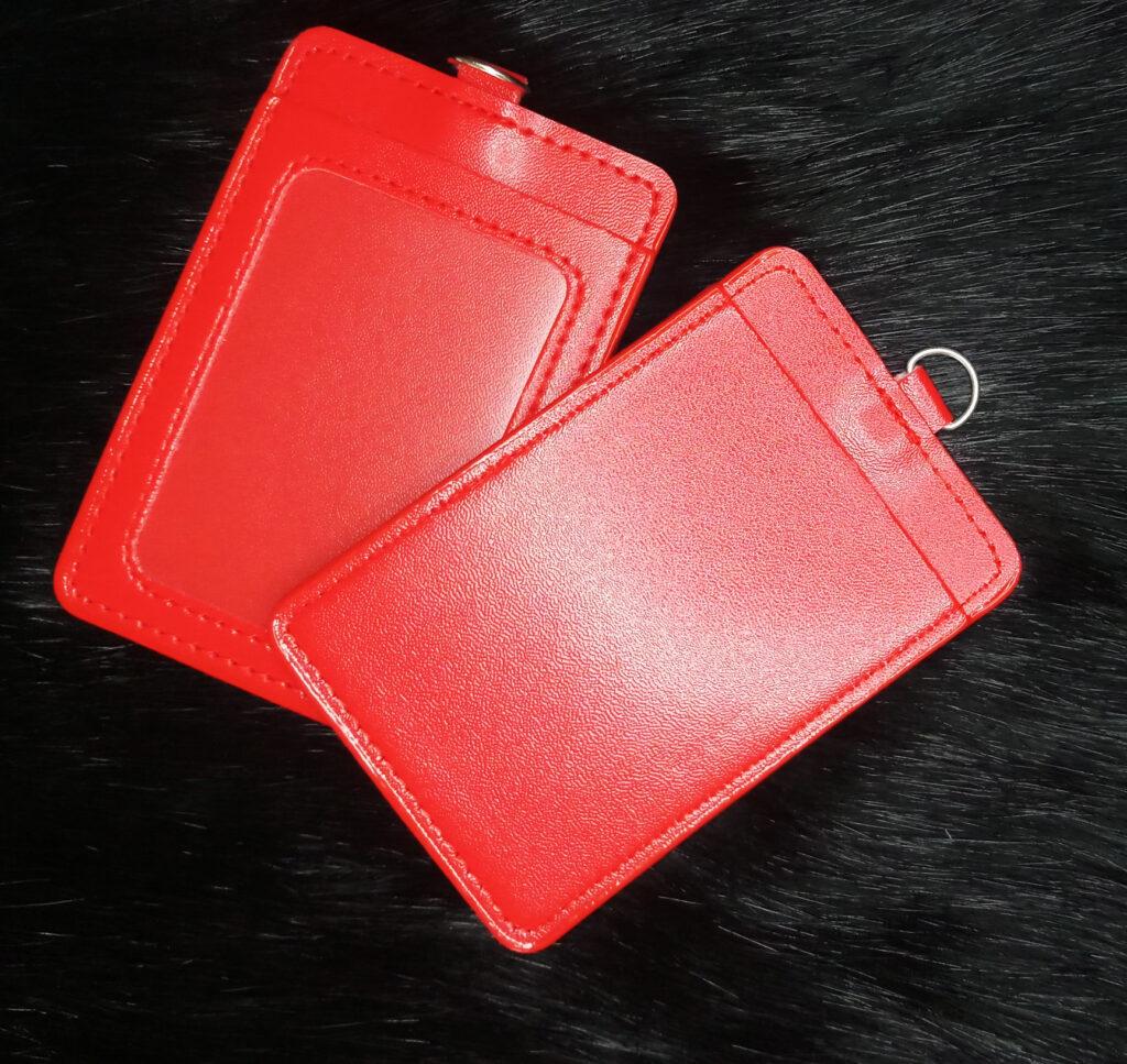 Bao da Simili đeo thẻ màu đỏ 1
