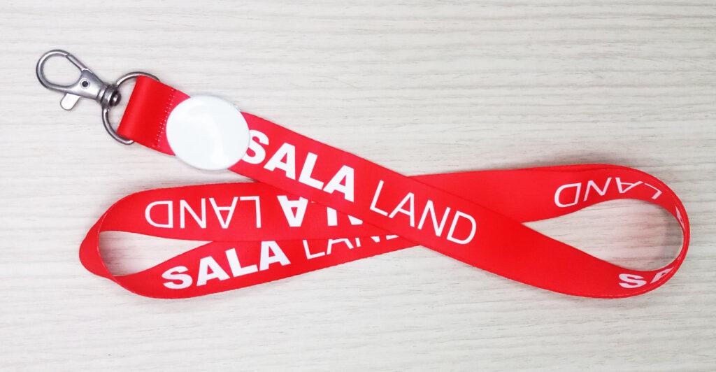 Dây đeo thẻ Sala đỏ 1