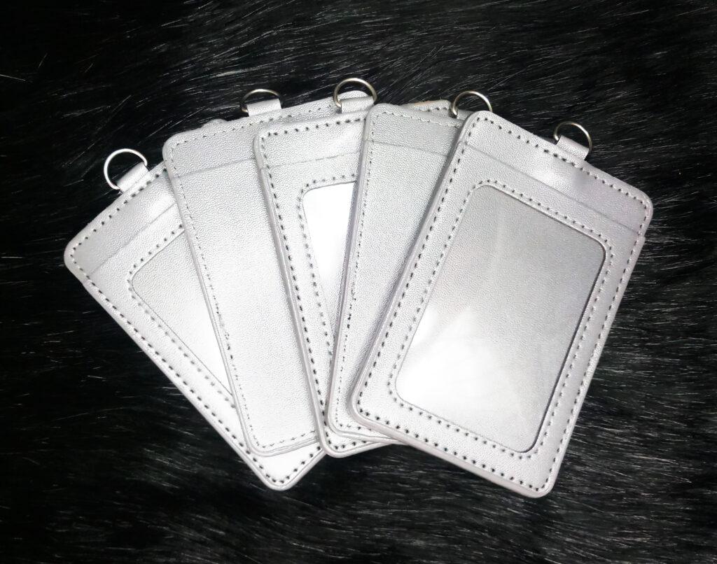 Bao đeo thẻ da simili xám 2