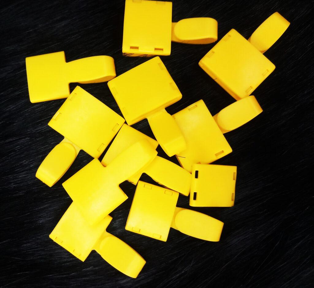 Móc nhựa Uhoo cao cấp màu vàng 1