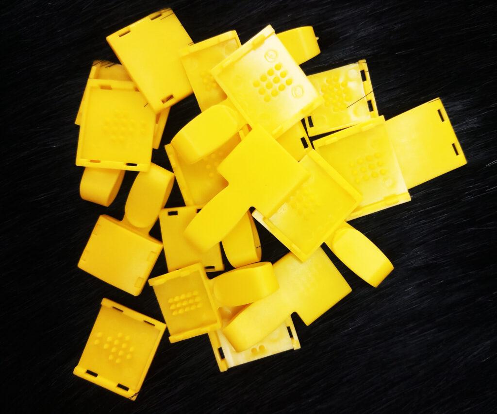 Móc nhựa Uhoo cao cấp màu vàng 2